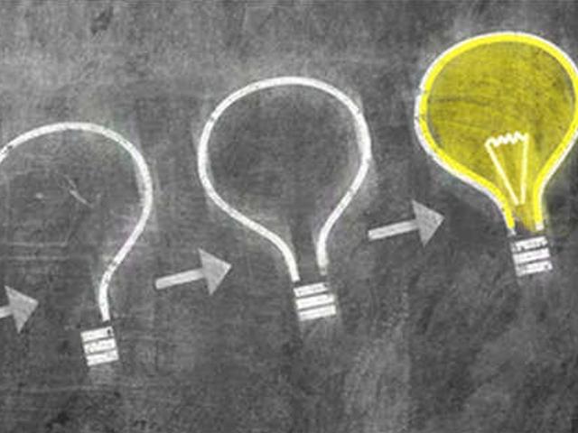 Zeichnung von vier Fragezeichen, die zu einer Glühbirne werden