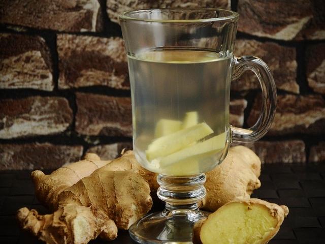 Tasse Tee mit Ingwer