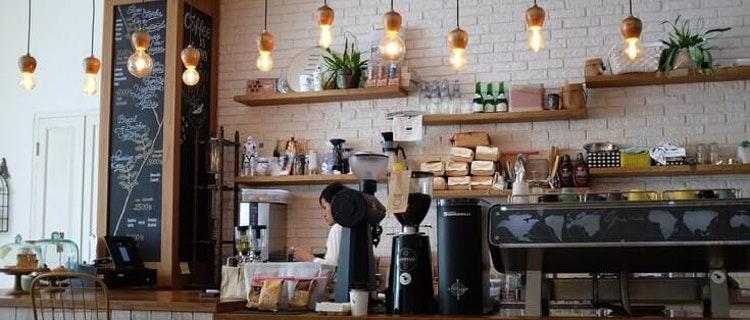 einrichtung des caf s so kommen die g ste gern zu ihnen. Black Bedroom Furniture Sets. Home Design Ideas